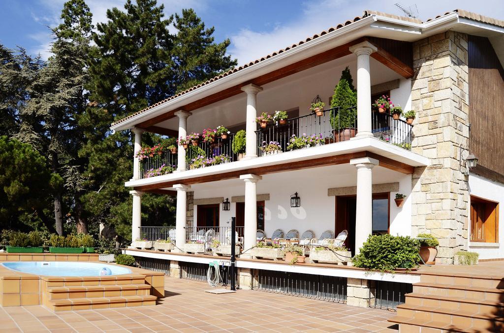 Fin de semana en casa rural de alquiler completo a 40 km for Casa con piscina fin de semana madrid