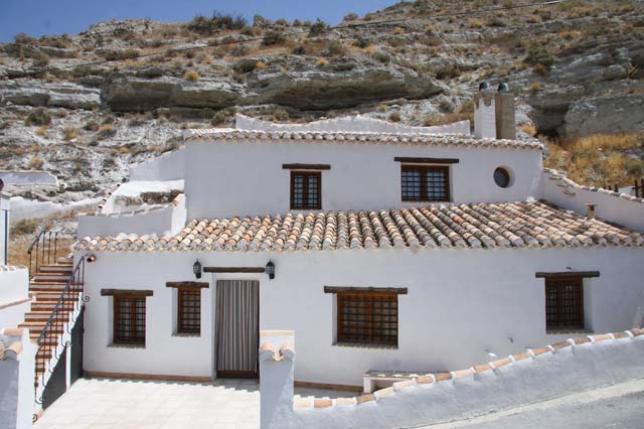 2_Exterior-Cueva-El-Pajar-de-la-Esperanza_101