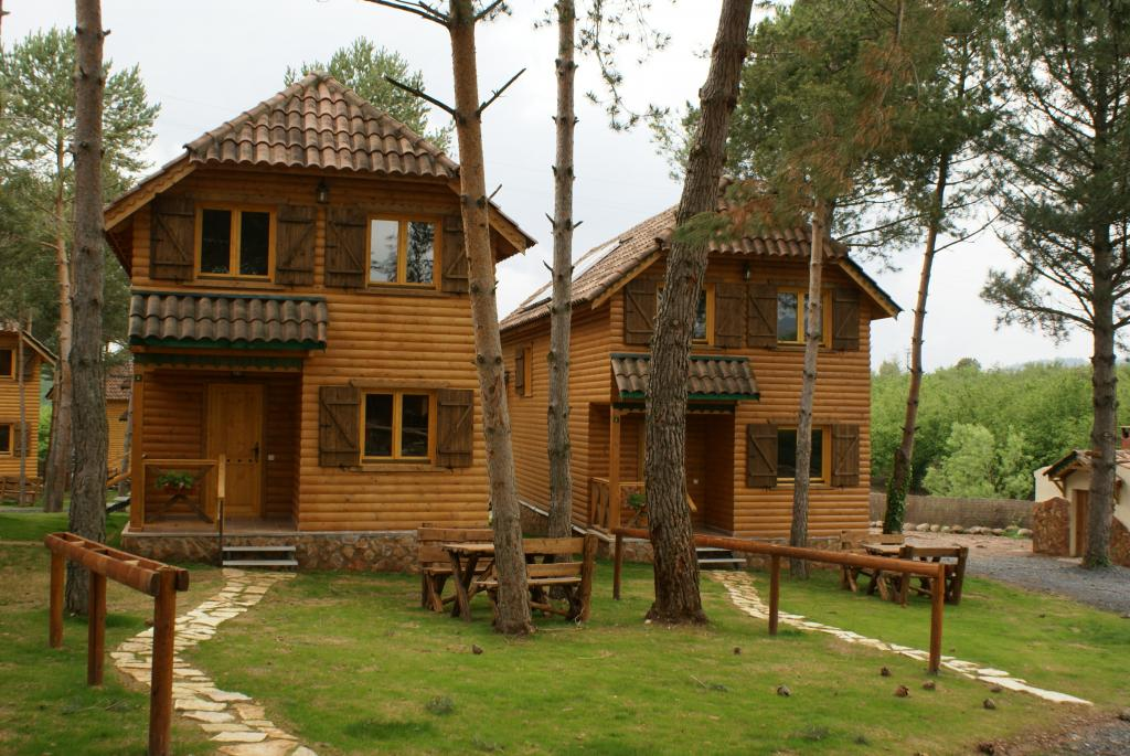 Complejo rural casas rurales el xalet de prades con spa - Casas rurales en el campo ...