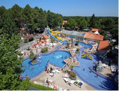 Camping lou pignada messanges for Camping piscina toboganes